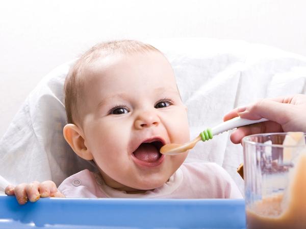 Giúp mẹ chăm sóc và xử trí khi trẻ sơ sinh hay bị ọc sữa