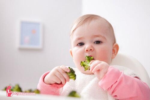 [Chia sẻ] Tập cho bé ăn dặm bột ngọt trong bao lâu?