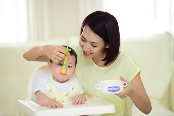 Những dưỡng chất không thể thiếu đối với trẻ tập đi