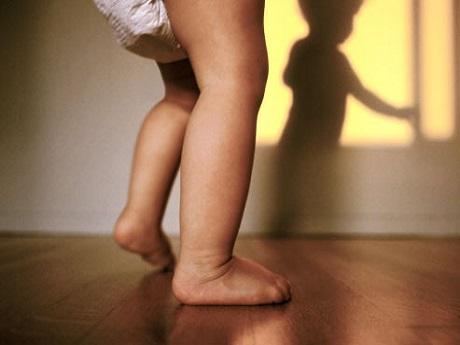 Bé tập đi – Cột mốc quan trọng trong cuộc đời bé