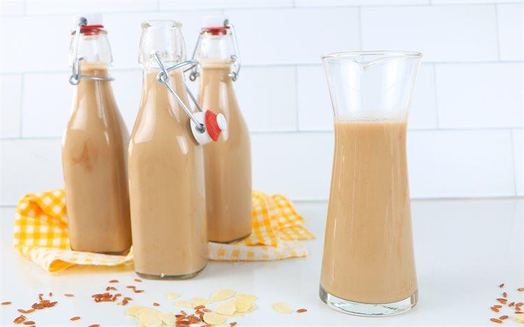 Mách bạn cách làm sữa gạo lứt giải nhiệt mùa Hè cho mẹ và bé