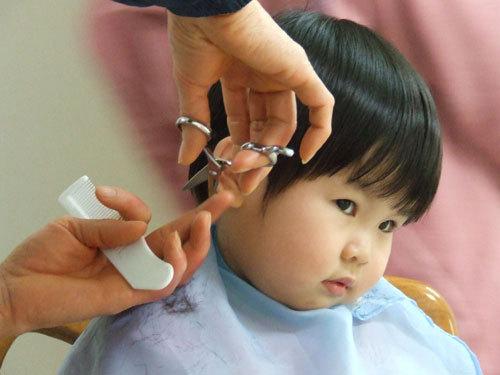 Cắt tóc cho trẻ sơ sinh: Phải đúng thời điểm!