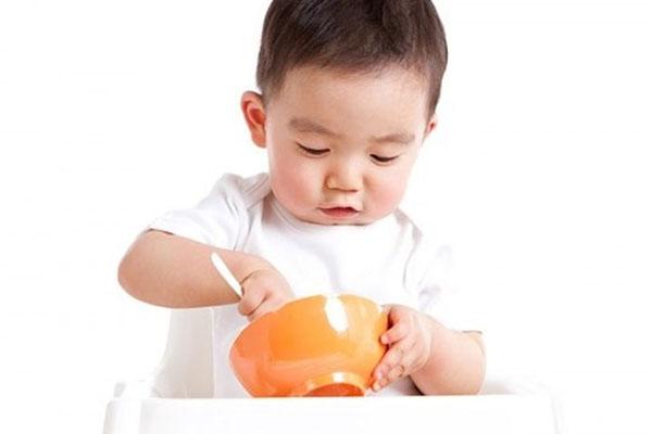8 cột mốc làm thay đổi chế độ dinh dưỡng cho trẻ