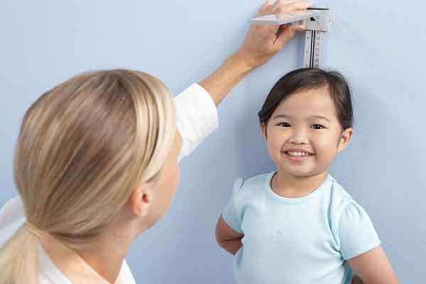 """Vitamin cho trẻ biếng ăn, mẹ đừng """"lạc lối"""" giữa những lời khuyên"""