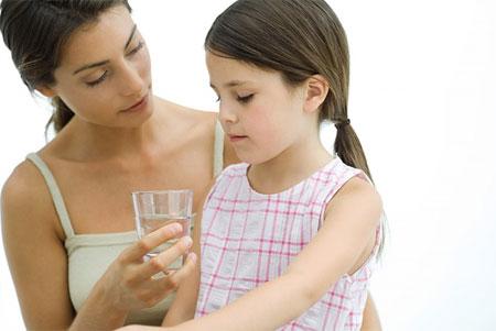 7 dấu hiệu bệnh nguy hiểm mẹ cần lập tức đưa bé đi khám