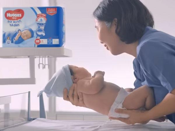 4 bước thay tã cho trẻ sơ sinh cực dễ dàng