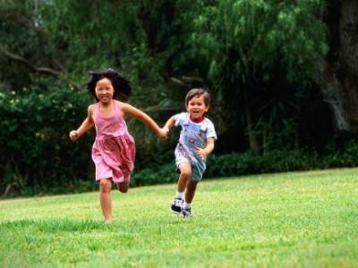 Bé 3 tuổi rưỡi: Kỹ năng vận động phối hợp