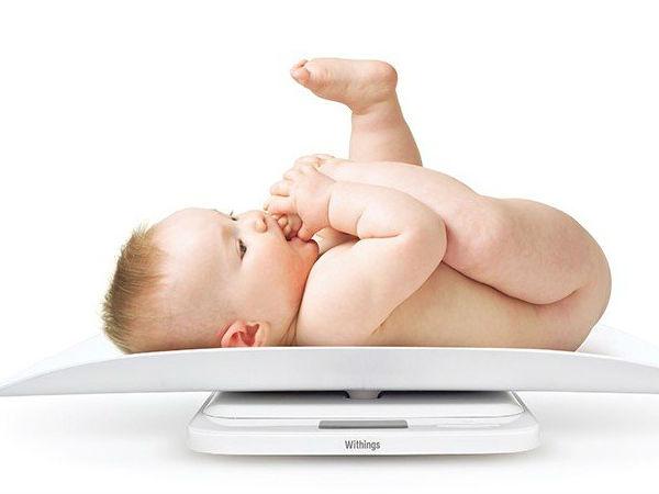 Trẻ sơ sinh tăng cân chậm, mẹ phải làm sao?