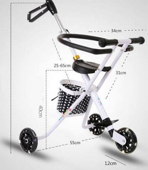 Nên mua xe đẩy 3 bánh hay 4 bánh cho bé?